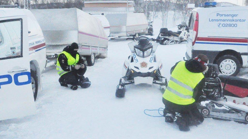 Reinpolitiet gjør seg klar til leteinnsats i Indre Billefjord.