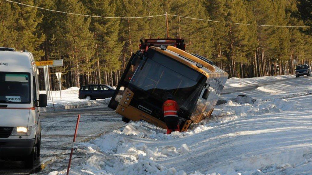 Ingen personer kom til skade da skolebussen mistet veigrepet rett sør for avkjørselen til Vingelen.