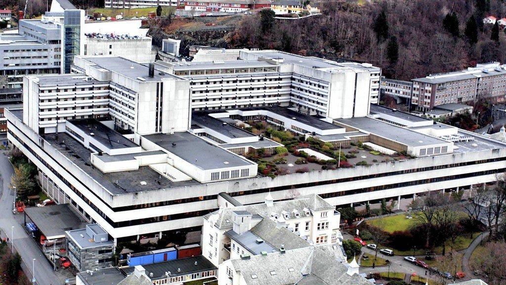 158 pasienter ved Haukeland sykehus har blitt rammet av bakterien.