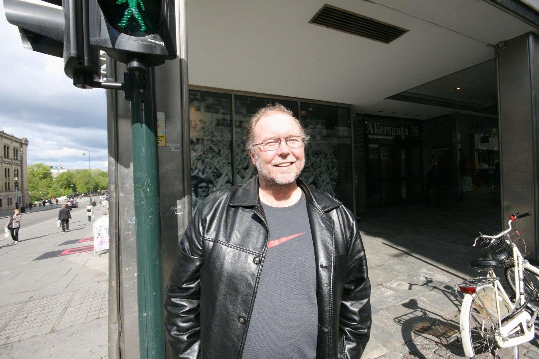 Thor Harald Seljevoll mener røyking burde vært forbudt. Han støtter Helsedirektoratets forslag om 20-årsgrense for å kjøpe røyk.