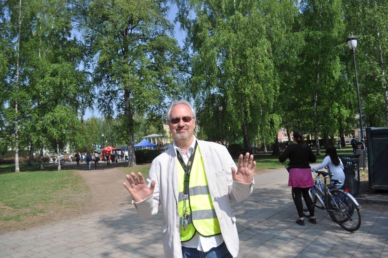 – De tok fra oss uteserveringen i parkene, og i år har de tatt fra Olav Ryes Plass, sier arrangør Ulf Granli. $PHOTOHEADER_ON$$PHOTOHEADER_OFF$