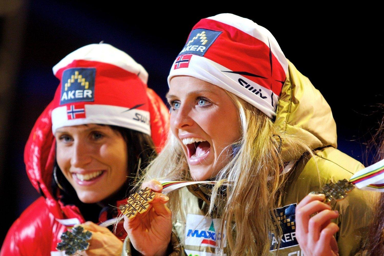 Marit Bjørgen og Therese Johaug jublet over medaljedryss i vinter. Nå kan de snart juble i samme nabolag.