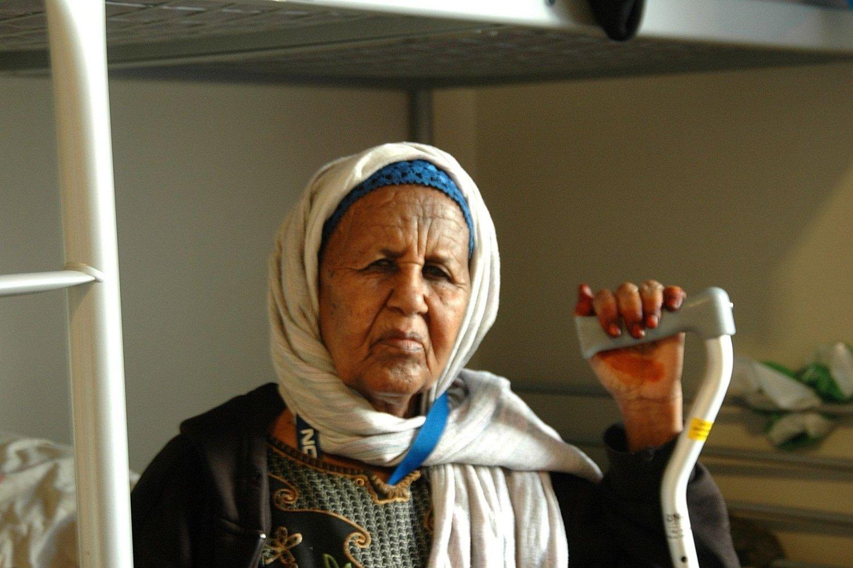 Her bor Asha Ahmed Osman (70), i underkøya på et lite rom på mottaket i Brenneriveien på nedre Grünerløkka. Her har hun hatt livet på vent i sju år.