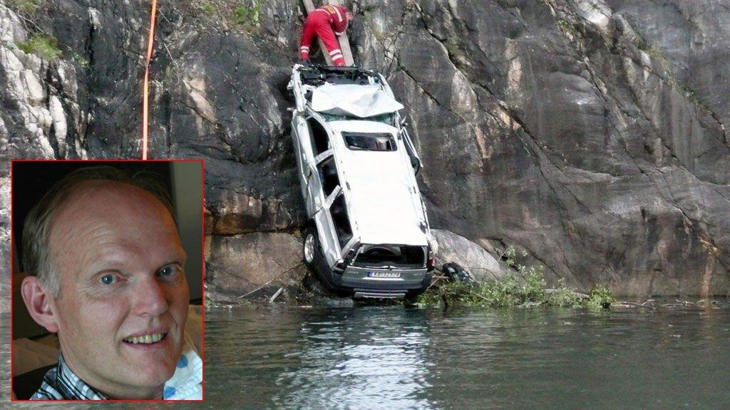 BILBERGING: Viking drar opp bilen som havnet i Vefsnfjorden på lørdag. Innfelt er Åge Edvardsen.
