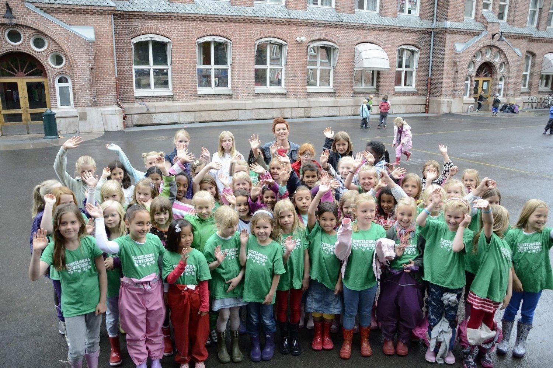 STOLT: Linn Andrea Fuglseth sammen med Bolteløkka Jentekor. FOTO: Linn Therese Skulstad