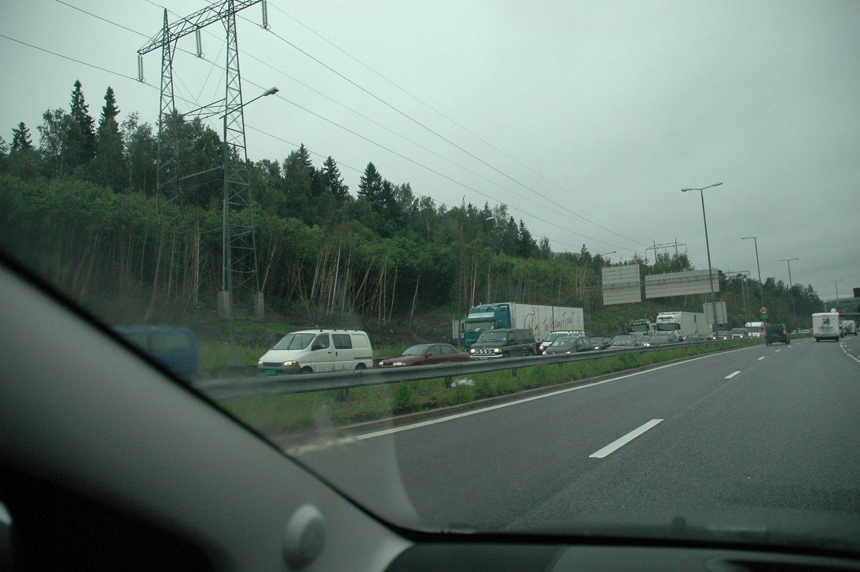 Trafikken var tett på E6 nordover tidlig i ettermiddag. Og det ventes enda mer trafikk utover ettermiddagen og kvelden.