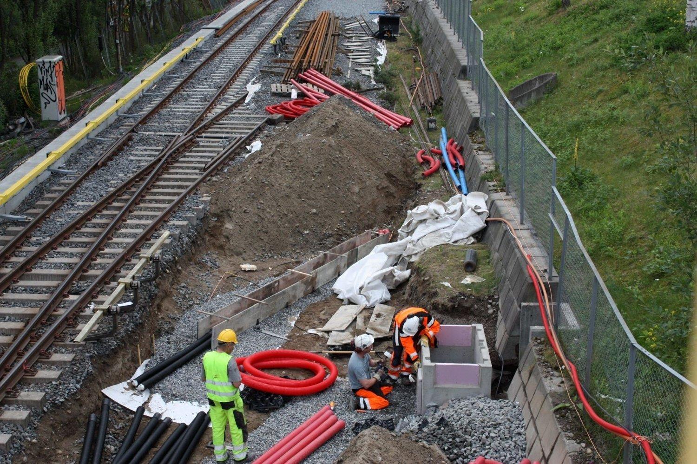EKSTRAJOBB: Kollektivtransportproduksjon AS, som utfører arbeidet på Lambertseterbanen, får nå en betydelig ekstrajobb med å få på plass 1200 meter kabel som er stjålet fra skinnegangen.