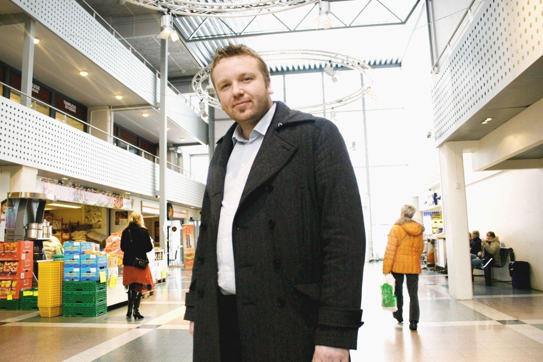 SINT OG TRIST: Anders Røberg Larsen i Oslo Arbeiderparti har vært på Utøya 14 ganger. Han skulle ønske han var der i år også.