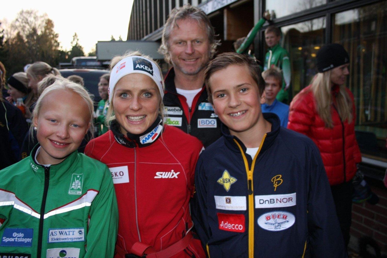 TRENTE MED ELITEN: Ina Høie (t.v) fra Rustad IL og Andreas Aarnes fra Bækkelaget SK fikk trene med Therese Johaug og Åge Skinstad