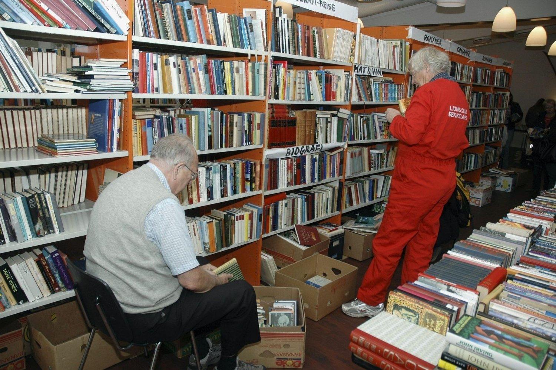 Tusenvis av bøker: Lions bokmarked i Bekkelagshuset varer i fem dager og er så populært at det hele tiden må etterfylles med nye bøker, slik dette bildet fra et tidligere marked viser.