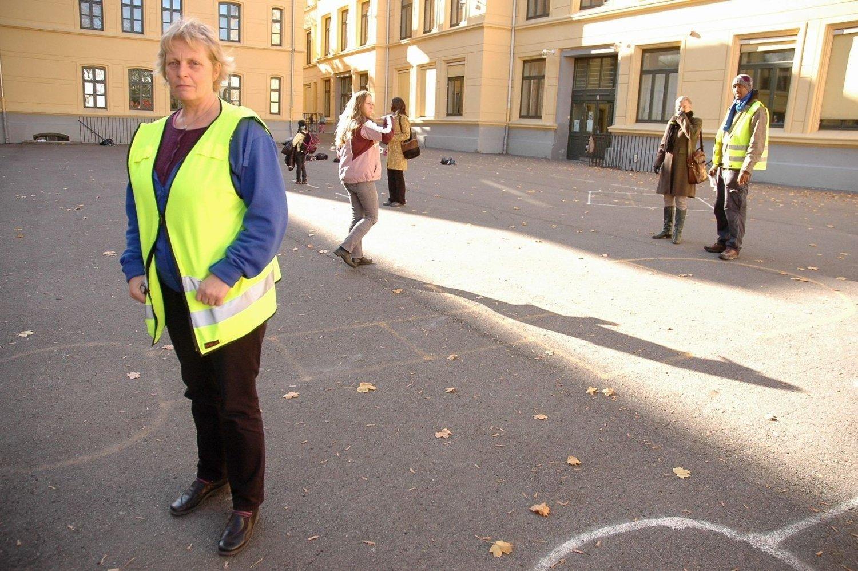 MÅTTE EVAKUERE OG STENGE: Rektor Eva Kjøge ved Møllergata skole hadde en litt uvanlig torsdag.