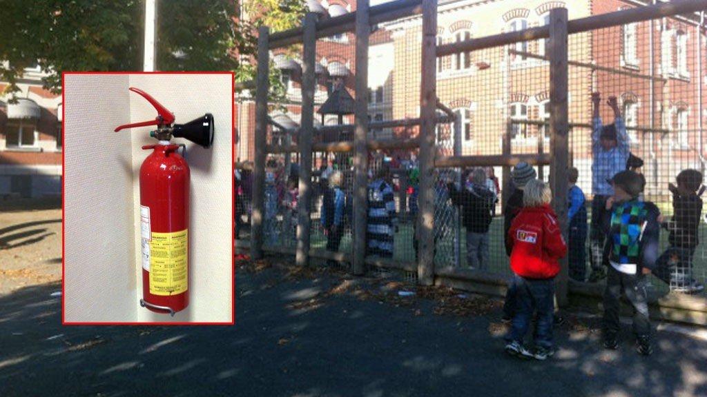 Et CO2 brannslukningsapparat av den typen som førte til stenging av flere Oslo-skoler torsdag. Skolene måtte stenge eller endre undervisningen på grunn av eksplosjonsfare i brannslukkingsapparater. 90.000 apparater i Norge kan ha denne feilen.