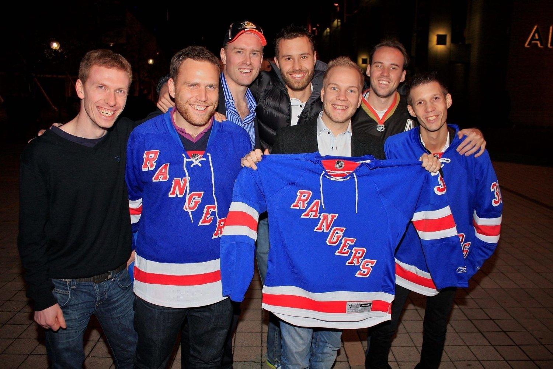Halvor Videsjorden (26), Øyvind Sætre (25), Stian Brandvold (26), Lars Grimsgård (25), Lars Skei (28), Alexander Dybdahl (26) og Andreas (26) i forkant av NHL-kampen mellom New York Rangers og Anaheim Ducks i Globen.