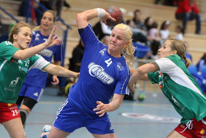 Ustoppelig: Mari Hegna var i det umulige hjørnet mot Jotun, og scoret tretten spillemål i tillegg til glimrende forsvarsspill.