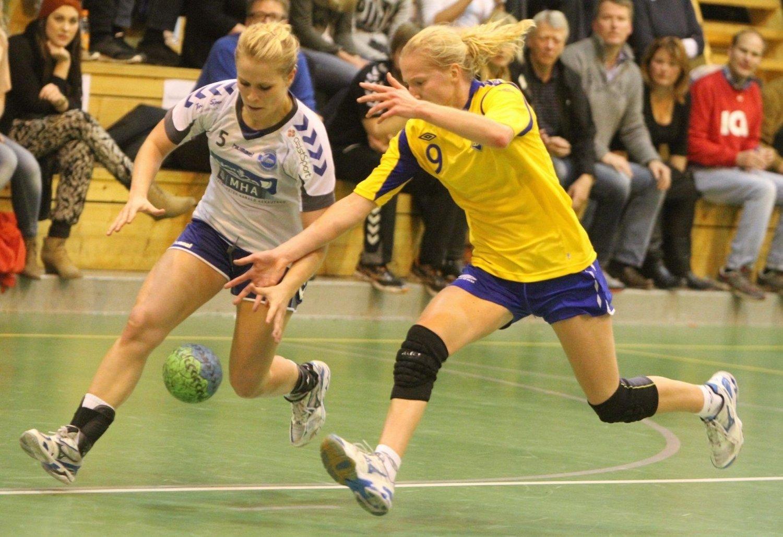 Jevnt: NIFs Jenny Osnes Græsholt (venstre) og BSKs Henriette Svenningsen spilte viktige roller i kampen om «høgda». alle Foto: Arild Jacobsen