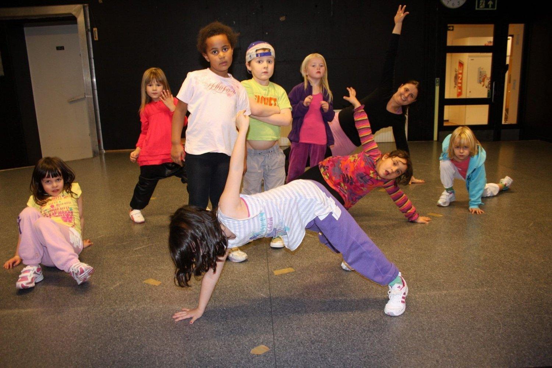 EN GANG I FREMTIDEN: Denne gjengen er ennå litt for ung til å være med på gratis dansekurs på Toppåsen skole.