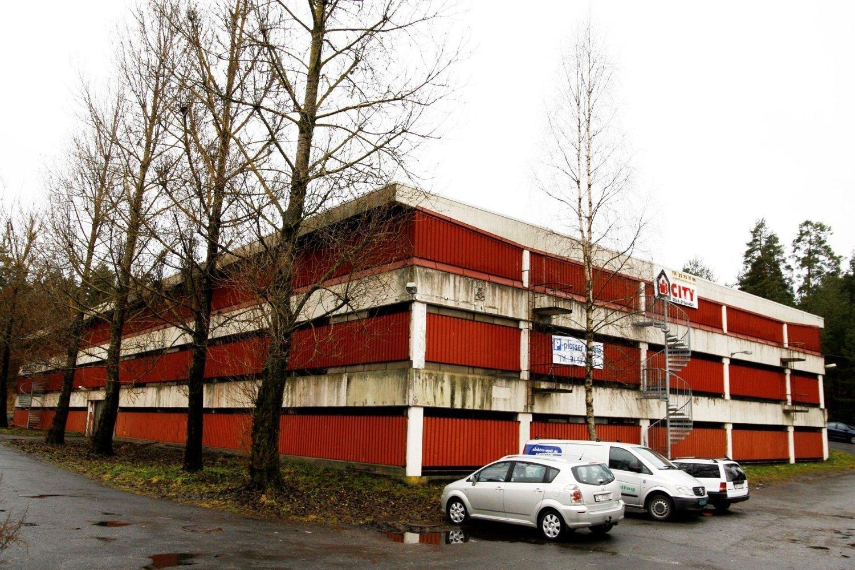 DØDSULYKKE: Trafostasjonen ligger bak dette parkeringshuset i Bølerlia.