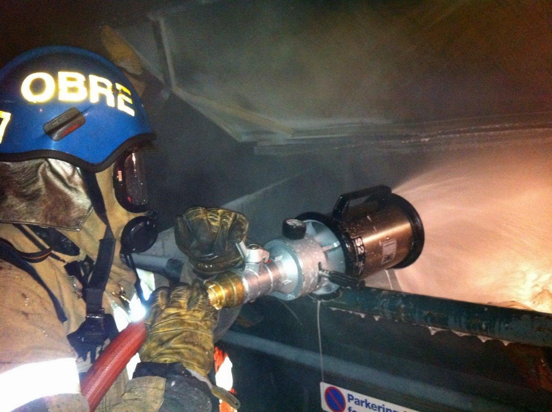 CONTAINERBRANN: Natt til onsdag rykket både brannvesenet og politi ut til en containerbrann på Bjørnerud.
