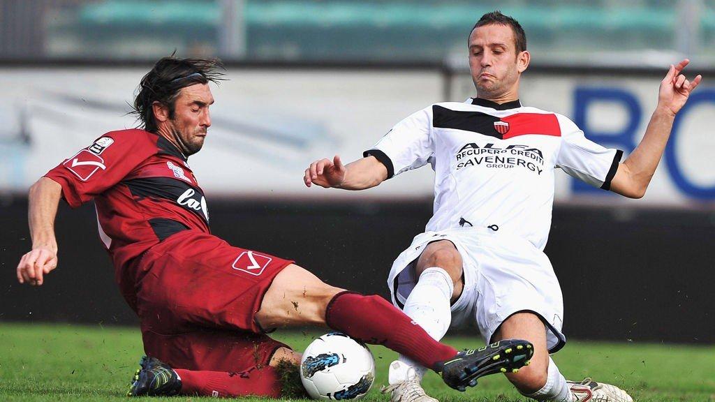 Emiliano Bonazzoli (L) of Reggina competes for the ball with Marco Pomante of Nocerina during the Serie B match between Reggina Calcio and ASG Nocerina