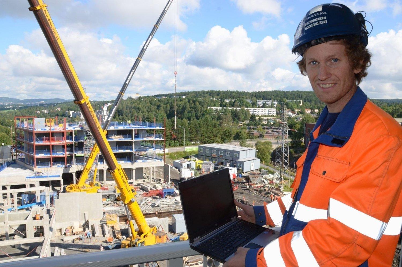 BLOGGER MED UTSIKT: Svein Atle Wilhelmsen i Skanska legger ut nyheter og bilder om utbyggingen av Skullerud Torg 3 på internett.