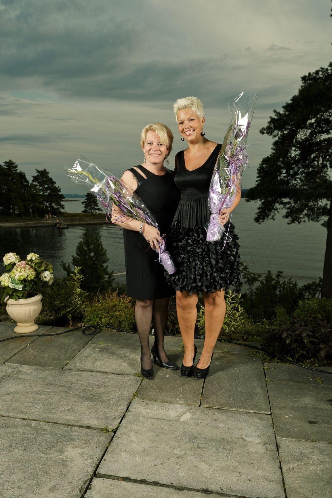 SUPERSLANKER: Kombinasjonen bedre kosthold og spinning gjorde underverker for Jannicke Rudie (til høyre). Her feirer hun tittelen «årets fylkesslanker i Oslo» sammen med sin kursleder Elin Horn hjemme hos Grete Roede.
