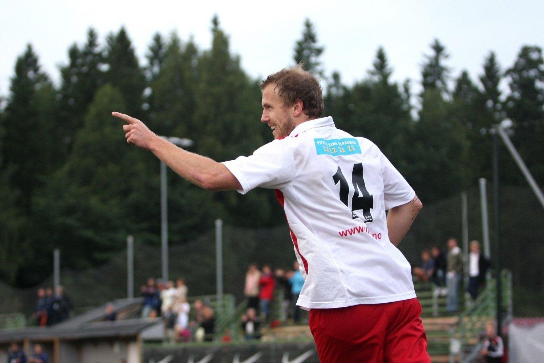 TRAVEL DAG PÅ JOBBEN: Øyvind Mæland var stortsett involvert i de aller fleste scoringene mot Frigg 2, i tillegg til at spissen satte inn fire mål selv.