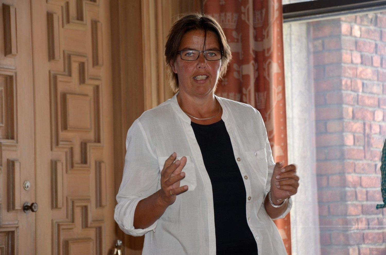 BOLIGSOSIALT: Assisterende regiondirektør i Husbanken, Karrin Lindgård, understreker at opprettholdelse av bomiljø kan være med å utjevne levekårsforskjeller i Groruddalen. FOTO: NINA SCHYBERG OLSEN