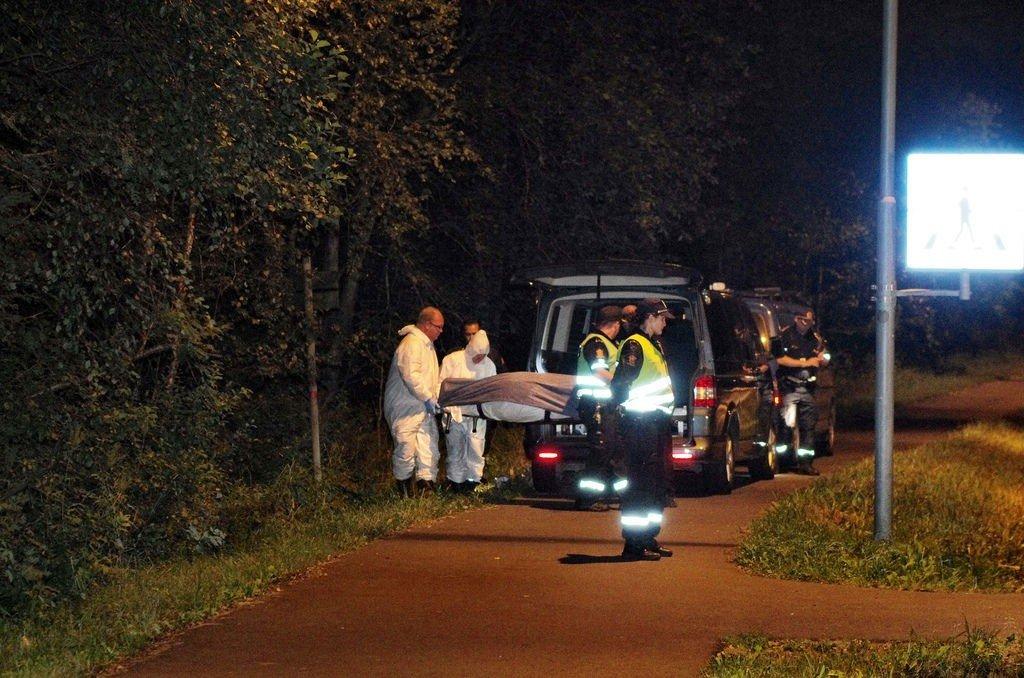 Et lik ble funnet i et skogholt i Oppegård kommune mandag kveld.