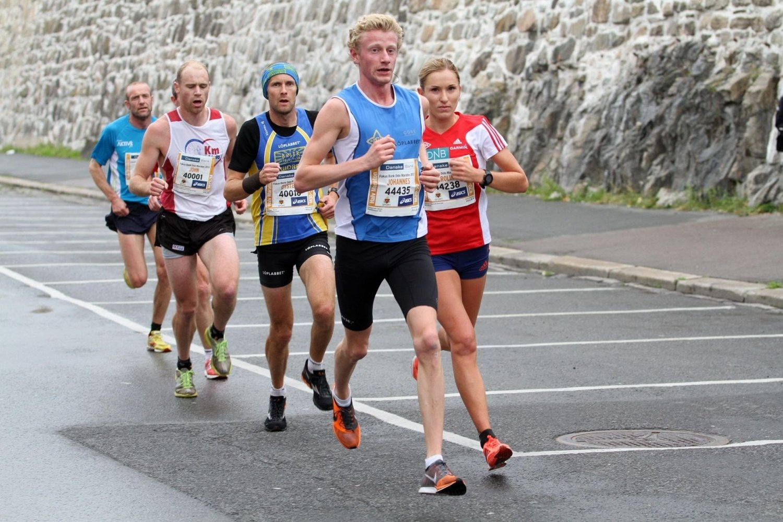 TRIO: Johannes Alnes i front foran Karoline Bjerkeli Grøvdal og Øystein Mørk.