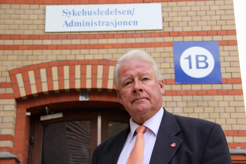 Carl I. Hagen har anmeldt Oslo universitetssykehus for brudd på Helsepersonelloven.