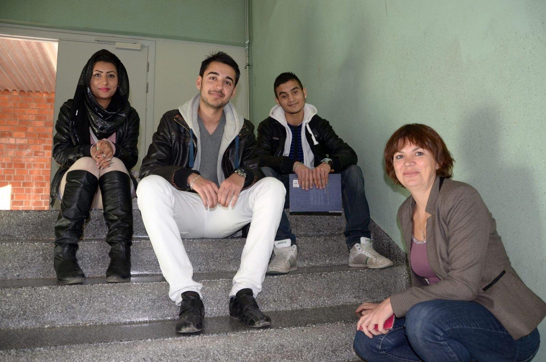 LÆRERIKT: Samra Ahmad (f.v.), Harris Khan og Jawad Hussain syntes det var nyttig å lære av Hanne Eldby fra Østensjø BU.