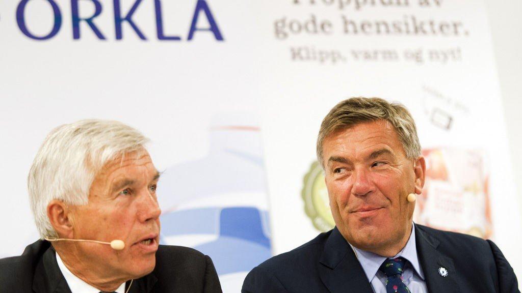 Konsernsjef i Orkla Åge Korsvold (t.v.) og Stein Erik Hagen under en pressekonferanse der Orkla kunngjør at de kjøper Rieber & Søn.