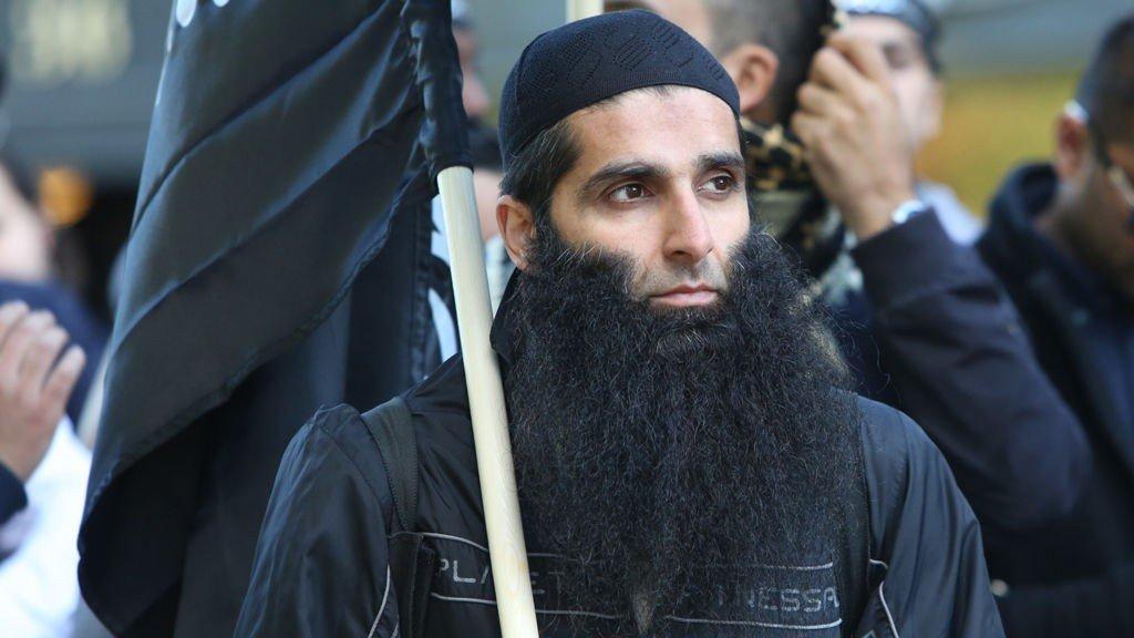"""Arfan Bhatti er blant de radikale muslimene som fredag demonstrerer utenfor den amerikanske ambassaden i protest mot videoen """"Innosence of Muslims"""""""