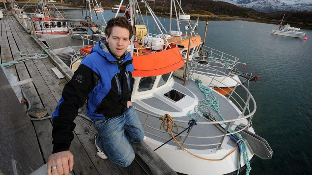SJARKFISKER: Anders Skogheim er oppvokst med fiske. Han begynte med ungdomsfiske og leverte til lokale bruk da han var bare 12 år. For konfirmasjonspengene kjøpte han seg sin første båt. De senere årene har han drevet fiske på maksimalkvote. Nå ønsker han å satse større og å ansette mannskap, men inntil videre må nybåten til 3,2 millioner ligge ved kai.