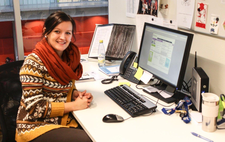 Karoline Hanssen i sin jobb som rådgiver ved Bjørnholt skole.