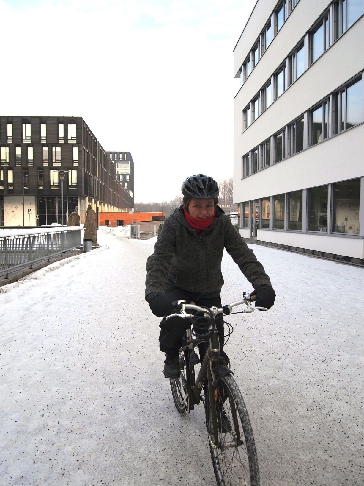 HELÅRSSYKLIST: Aud Tennøy har forsket på vintersykling.