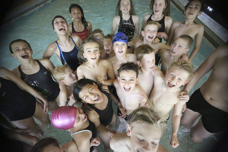 GLADE SVØMMERE: Rundt 90 svømmere deltok på klubbens egen OI Open sist helg, her er et knippe av de.