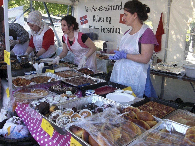 FRA TYRKIA MED GODE SMAKER: Utallige matboder med tradisjonsrike retter var på plass under Vær Stolt-festivalen. Her fra Tyrkias stand. ALLE FOTO: Britt Nesteby Obrenovic
