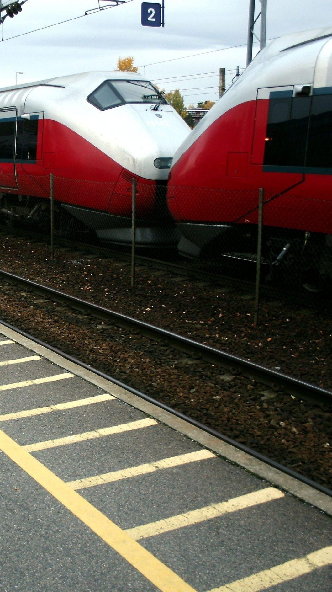 OMKOM: En person mistet livet i en togpåkjørsel på Østfoldbanen mandag.