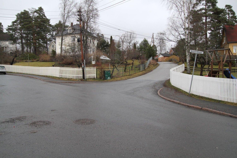 FORSØKT RANET: Her, i krysset mellom Munkelia og Munkerudveien ble de to 18-år gamle guttene forsøkt ranet.