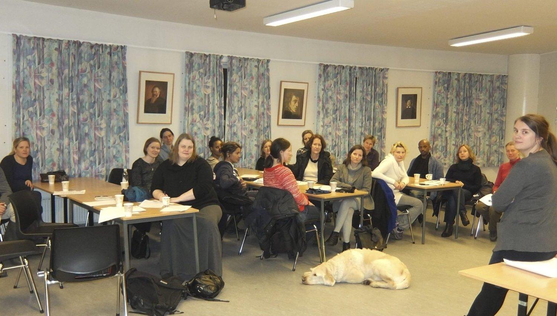 Til kamp: Barnehageforeldre samlet seg mandag på Lusetjern skole for å lage en felles strategi mot privatisering av barnehager i bydel Søndre Nordstrand. Begge foto: Maren Esmark