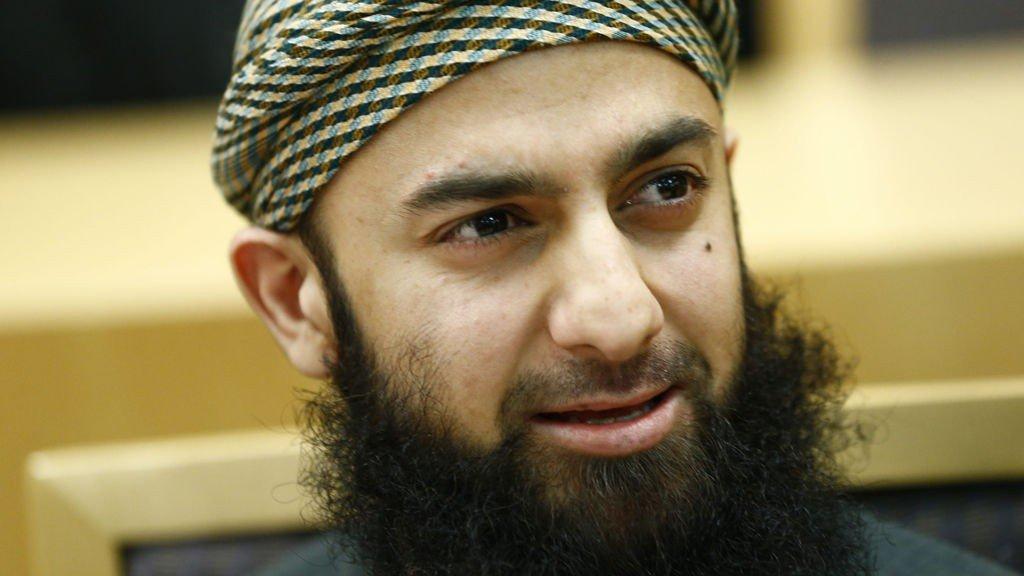 TILTALT FOR TRUSLER: Den radikale islamisten og tidigere talsmannen Ubaydulla Hussain i Profetens Ummah møtte som tiltalt i Oslo tingrett mandag morgen.