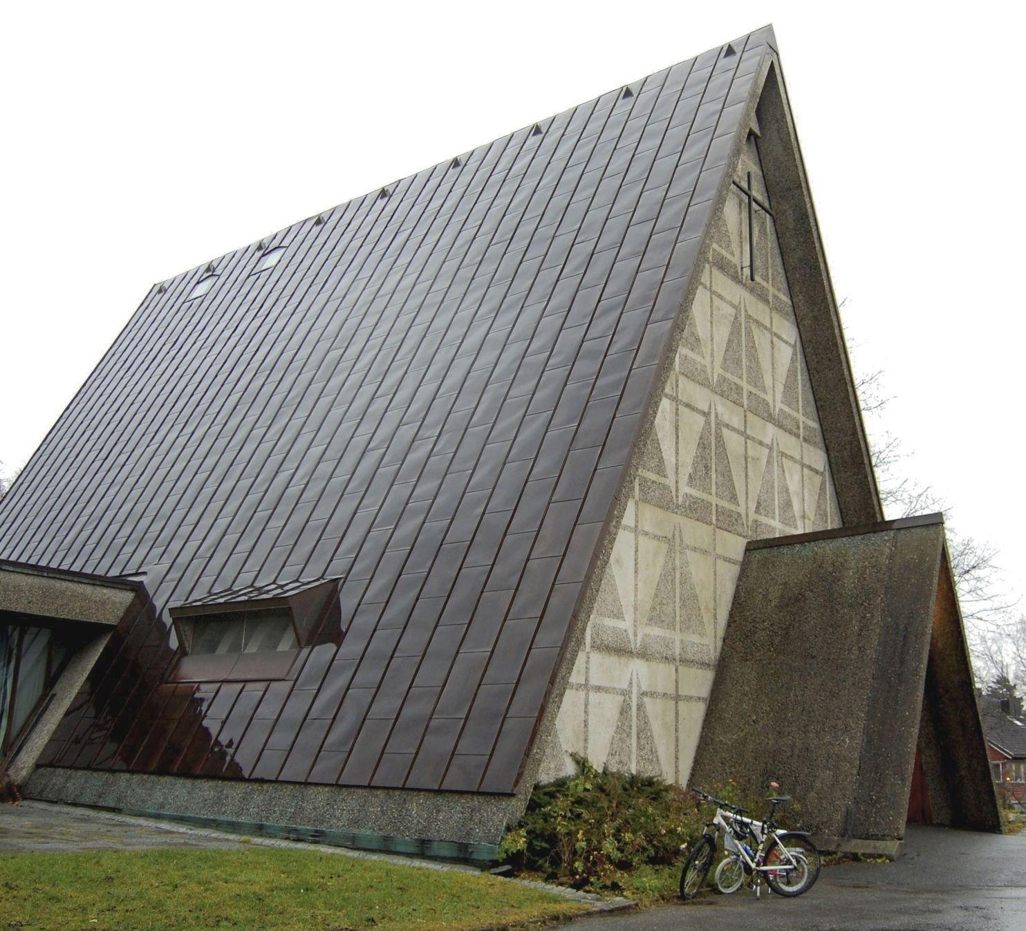 – DÅRLIG TID: Menighetsrådsleder i Bakkehaugen kirke, Einar Hjorth Høivik, håper alle nå støtter opp om Bakkehaugen kirke.