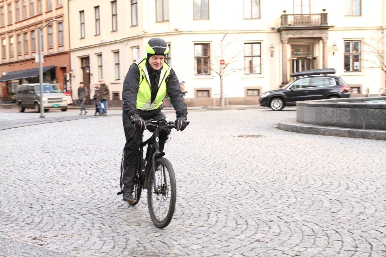 Olav Torvund mener politiet hetser syklister og lyver om ulykker.