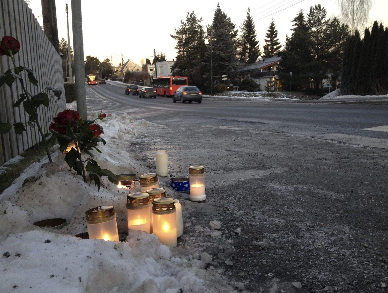 LYS: Mange lys er blitt tent etter dødsulykken på Abildsø.