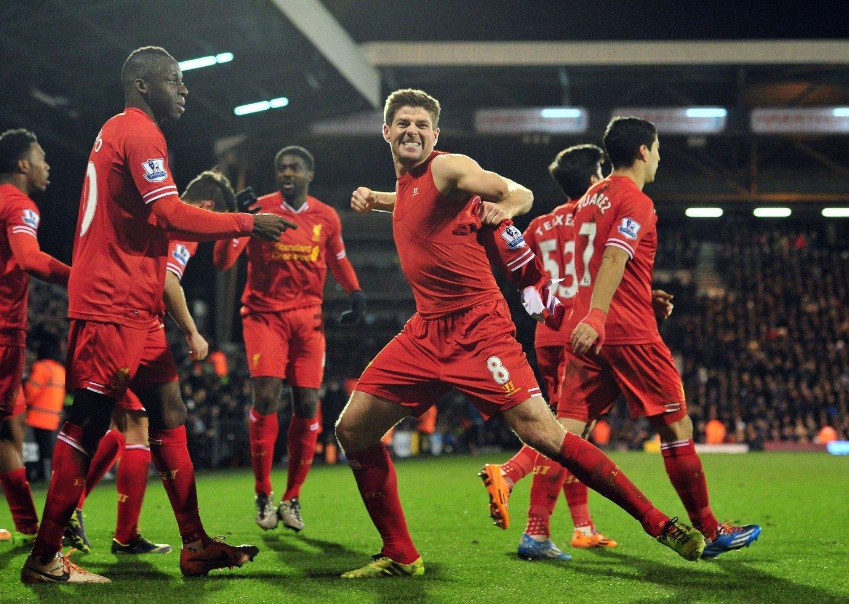 SNUDDE KAMPEN: Steven Gerrard jubler for vinnermålet mot Fulham onsdag kveld.