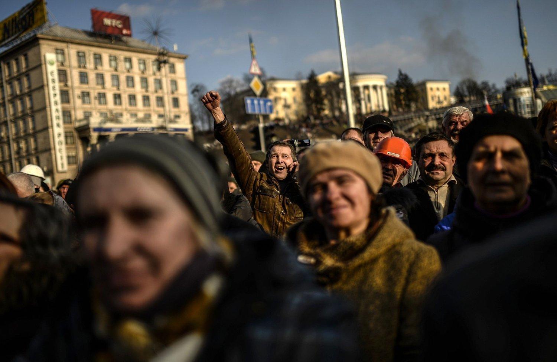 En av president Viktor Janukovitsjs viktigste støttespillere, lederen for den ukrainske nasjonalforsamlingen, har gått av, ifølge AFP.