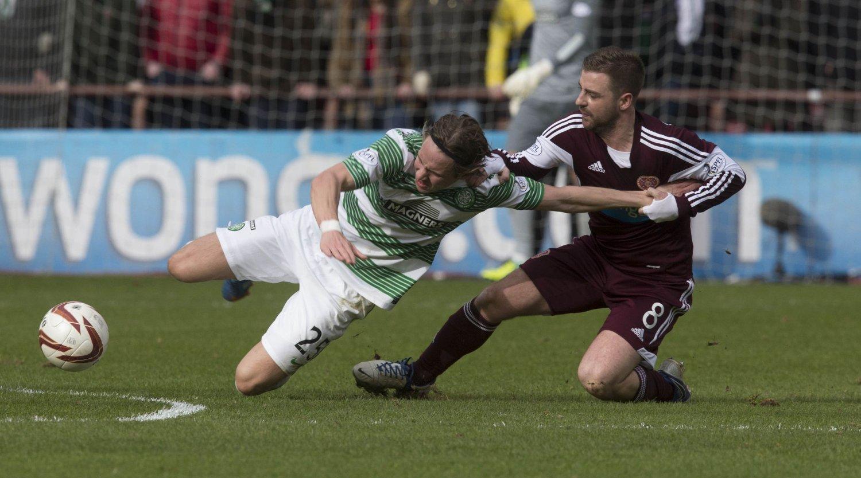 UT MED SKADE: Stefan Johansen måtte forlate banen med skade i 2-0-seieren over Hearts på lørdag.