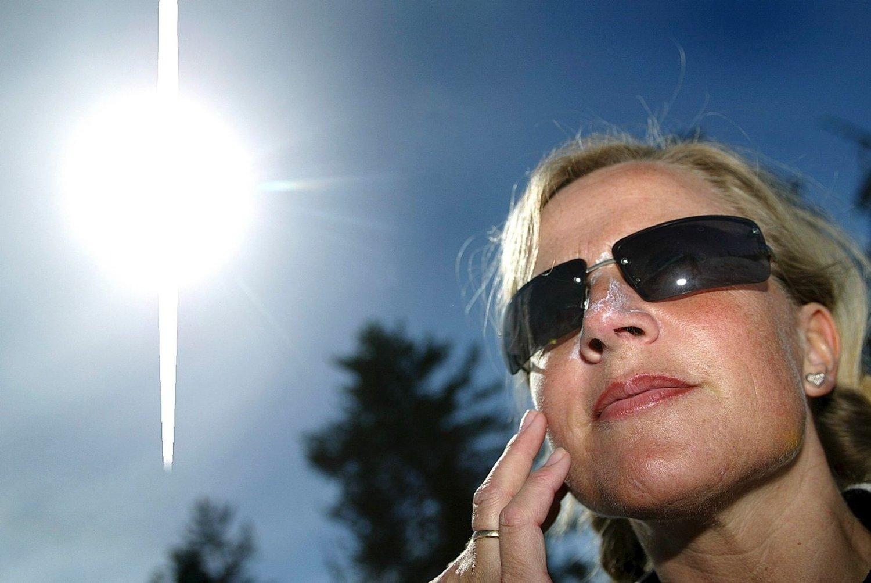 SOL: Fra lørdag av kan du endelig finne fram solbrillene igjen