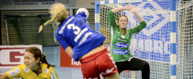STOPPET HØNEFOSS: Keeper Kathrine Hjelmeland var i bra slag mot Hønefoss, og var Bækkelagets beste spiller med sine 15 redninger. FOTO: EIRIK BJØRKLUND